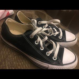 black low top converse women's size 6